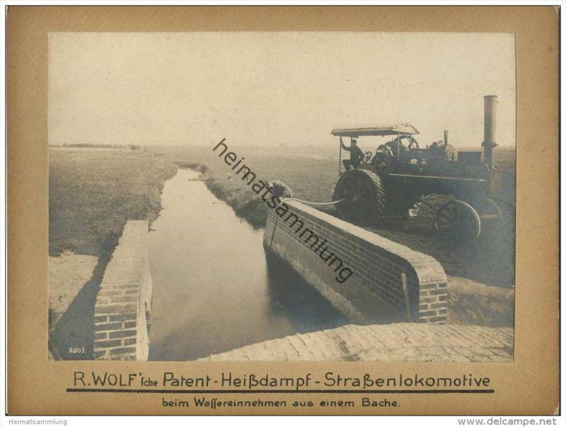 R. Wolf 'sche Patent Heissdampf Strassenlokomotive beim Wassereinnehmen aus einem Bache - R. Wolf A.G. Magdeburg-Buckau