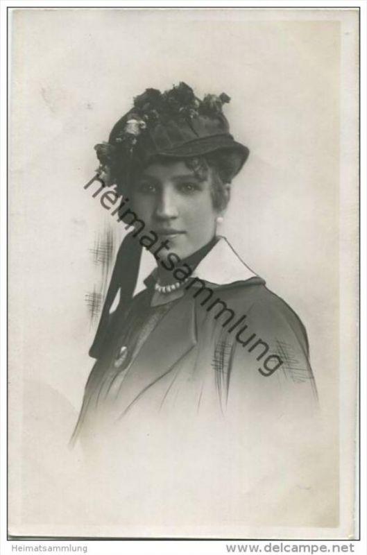 Frau mit Hut - Foto-AK