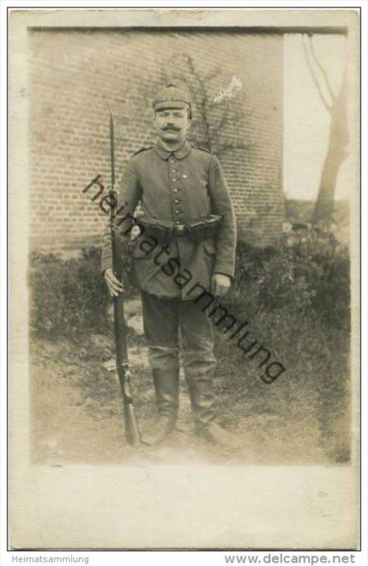 Soldat in Uniform - Foto-AK - Rückseite beschrieben