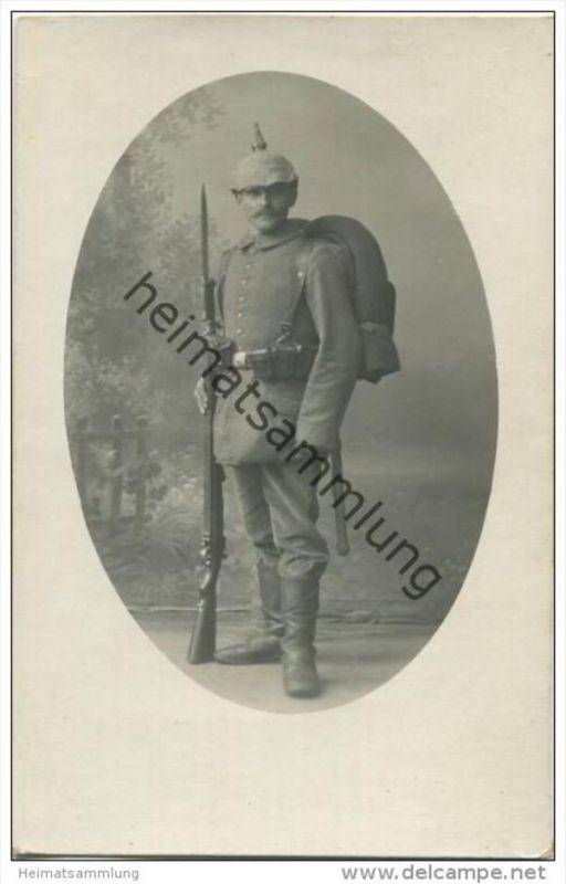 Soldat in Uniform - Foto-AK - Atelier Germania Augsburg Bahnhofstr. 12 1/2
