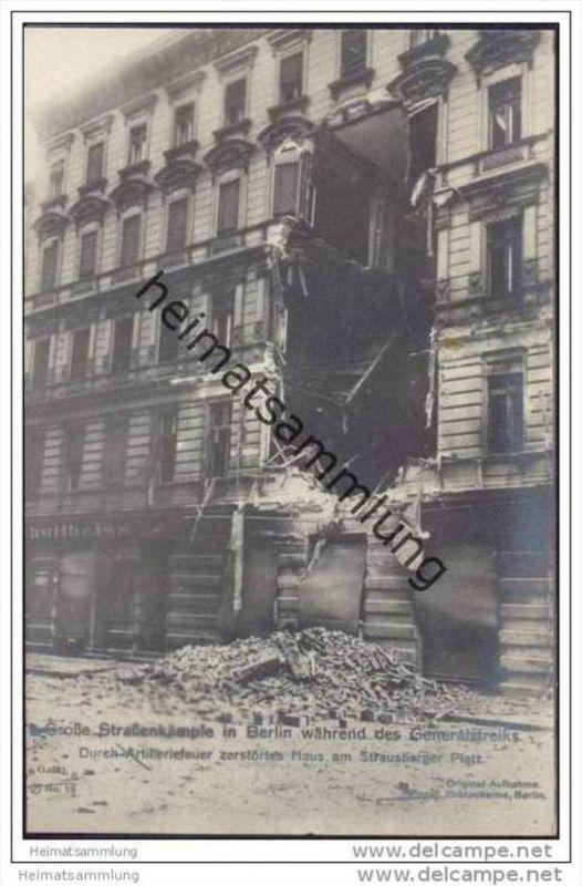 Berlin während des Generalstreiks - Durch Artilleriefeuer zerstörtes Haus am Straussberger Platz