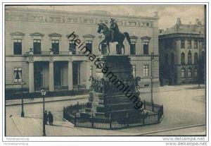 Berlin-Mitte - Palais Kaiser Wilhelm I. und Denkmal Friedrich des Großen