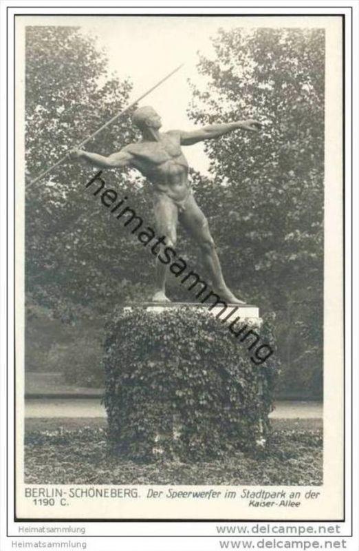 Berlin-Schöneberg - Der Speerwerfer im Stadtpark an der Kaiserallee - Foto-AK 40er Jahre