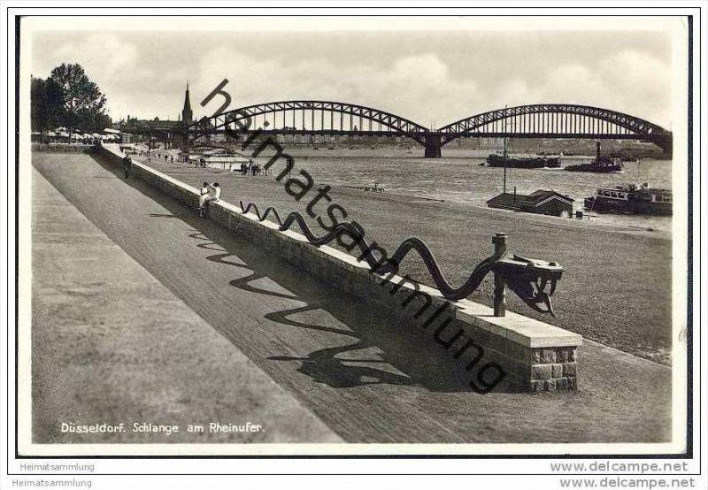 Düsseldorf - Schlange am Rheinufer - Foto-AK
