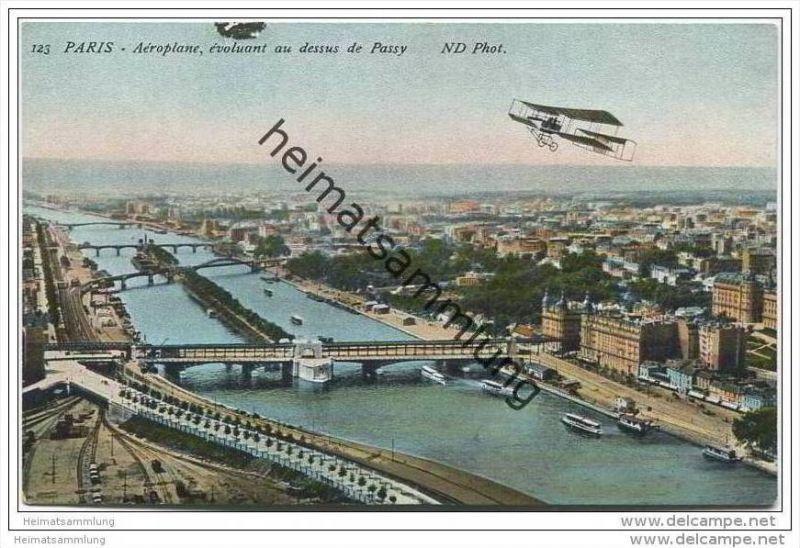 Paris - Aeroplane - evoluant au dessus de Passy