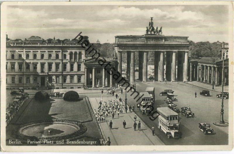 Berlin - Pariser Platz und Brandenburger Tor - Foto-AK - Verlag I. W. B.