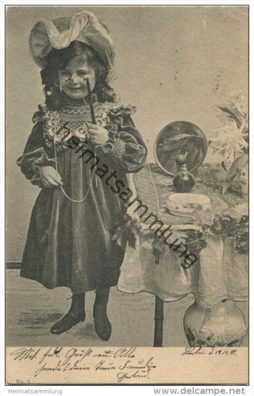 Mädchen als Dame verkleidet gel. 1901