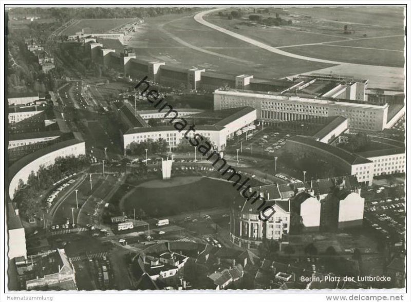 Berlin - Tempelhof - Platz der Luftbrücke - Foto-AK