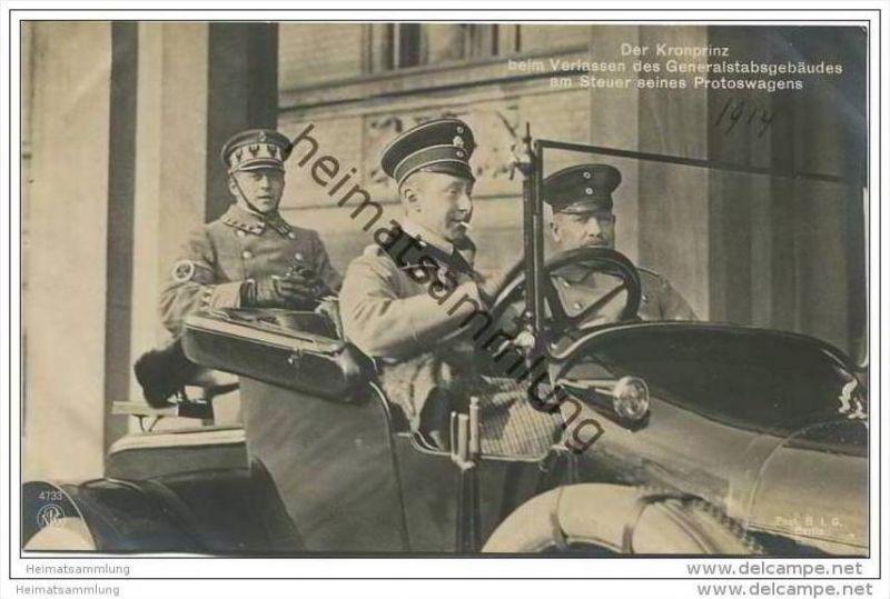 Preussen - Der Kronprinz beim verlassen des Generalstabsgebäudes am Steuer seines Protowagens