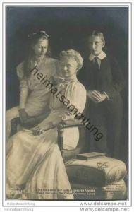 Die Kaiserin mit ihren jüngsten Kindern - Prinzessin Victoria Luise - Prinz Joachim