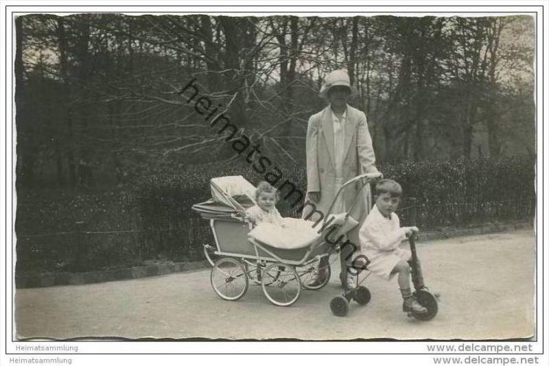 Kinder - Kinderwagen - Dreirad - Foto-AK