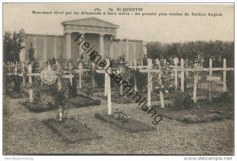 St Quentin - Monument eleve par les Allemands a leurs morts - Au premier plan tombes de Soldats Anglais