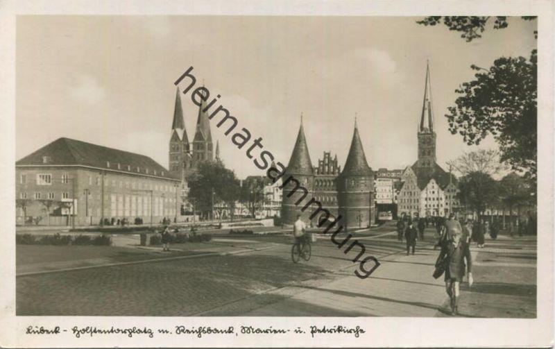 Lübeck - Holstentorplatz und Reichsbank - Foto-AK 30er Jahre - Verlag Schöning & Co. Lübeck