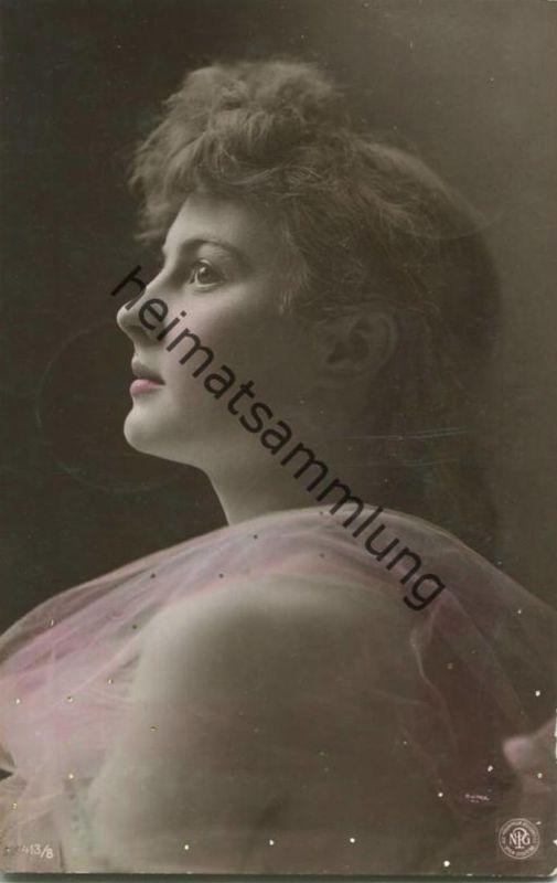 Junge Frau in Tüll - gel. 1905