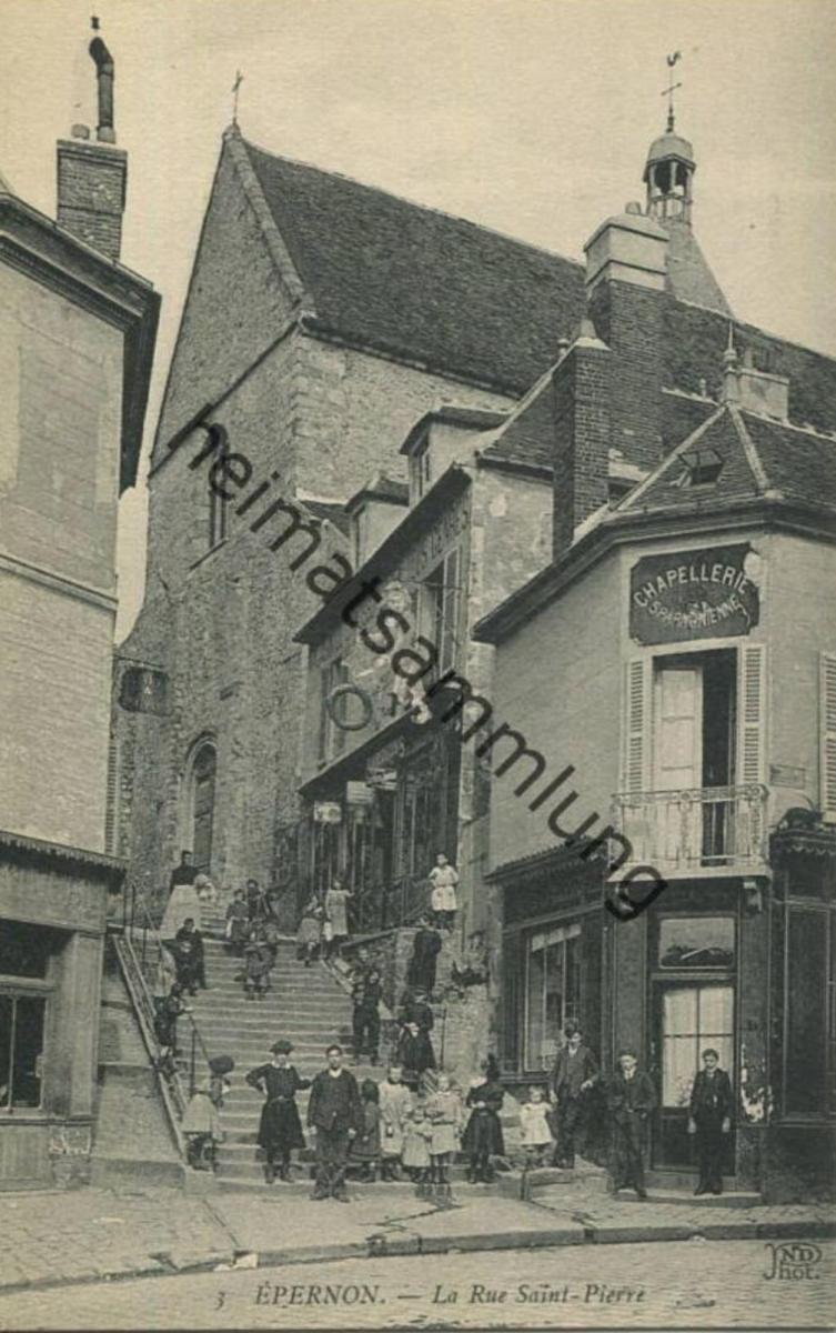 Epernon - La Rue Saint Pierre