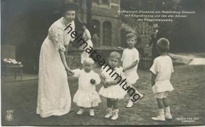 Grossherzogin Alexandra von Mecklenburg-Schwerin mit Erbgroßherzog und den drei Söhnen des Kronprinzenpaares - Photograp