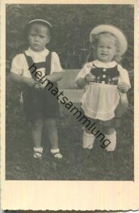 Junge und Mädchen - Foto-Ansichtskarte