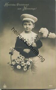 Herzlichen Glückwunsch zum Namenstage! - Junge mit Blumen - Foto-Ansichtskarte - Verlag NPG