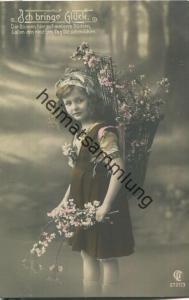 Ich bringe Glück - Mädchen mit Blumen - Foto-Ansichtskarte - Verlag GL Co. = Verlag Gustav Liersch & Co Berlin