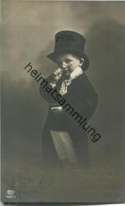 Junge mit Frack und Zylinder - Foto-Ansichtskarte - Verlag EAS
