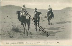 Scenes et Types - Touaregs sur leurs Mecharas traversant les Dunes