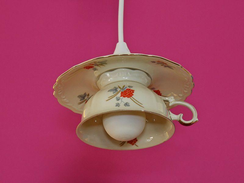 tassenlampe upcycling lampe vintage h ngelampe aus einer tasse unikat shabby chic oldthing. Black Bedroom Furniture Sets. Home Design Ideas