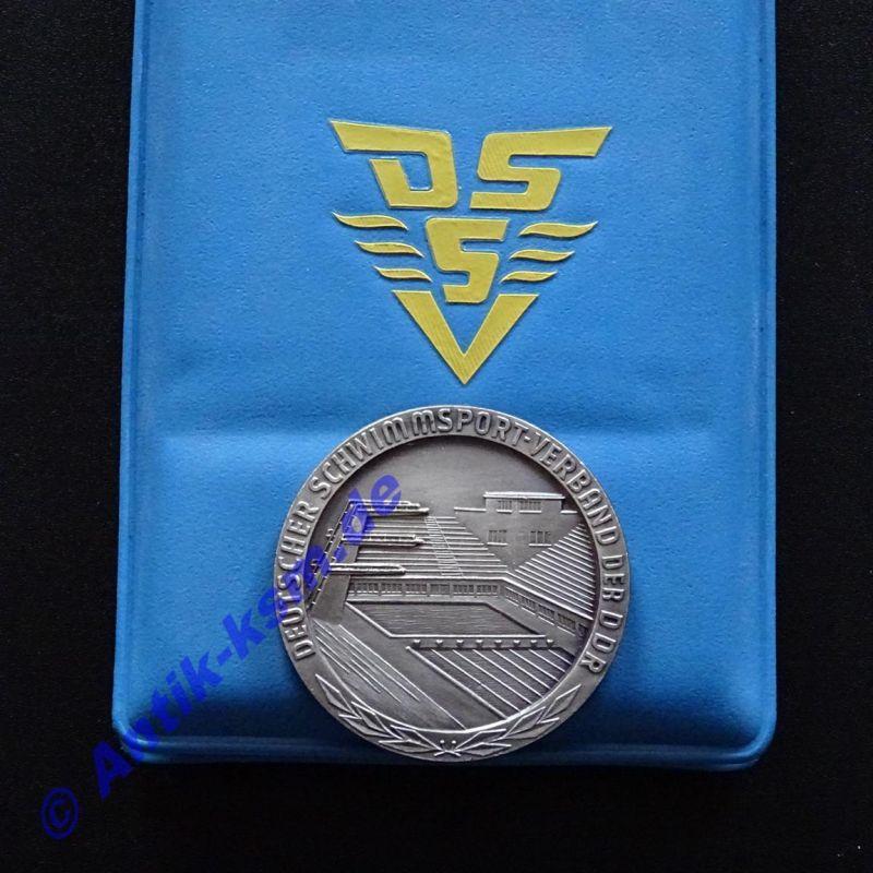 Kult , selten , von 1968 , DDR Schwimm Medaille  , DSS , mit Etui  -ansehen--