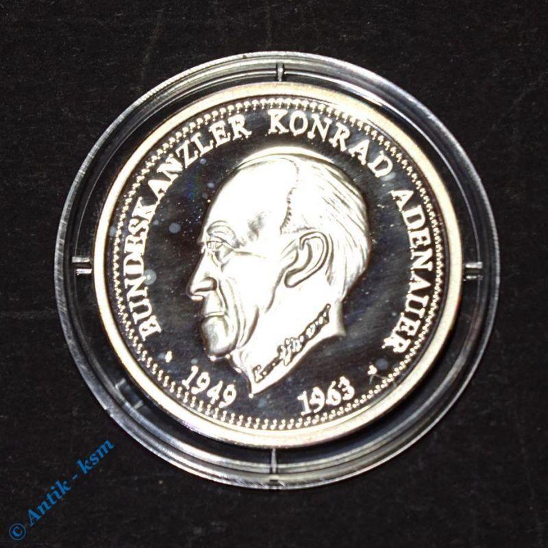 Feinsilber 999 Münze , Medaille , Bundeskanzler Konrad Adenauer , 30 mm , PP