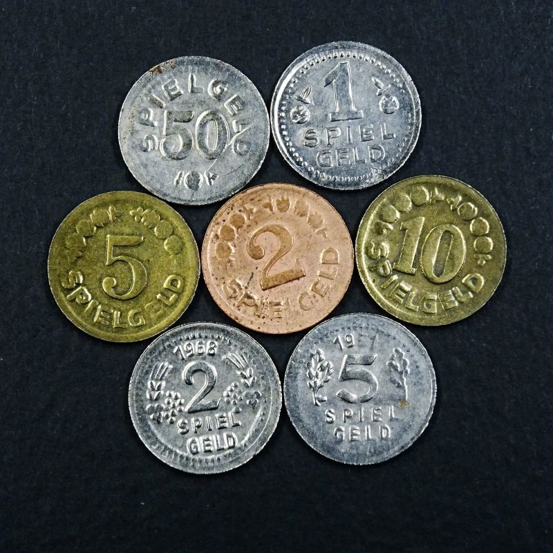 A sehr selten -- 1 Lot Münzen , kleines Metall Spielgeld aus den 50er Jahren