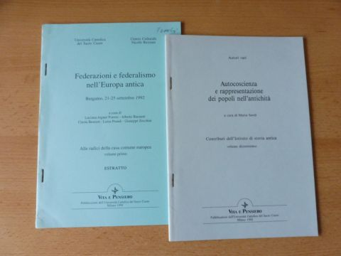 """Aigner Foresti, Luciana: 2 TITELN v. L. AIGNER FORESTI : """"Gli Etruschi e la loro autocoscienza"""" S. 93-113 (1992) / """"Lega etrusca"""" (1994) - beides Publikationen d. VITA E PENSIERO. Sonderdruck - Estratto - Extraits."""