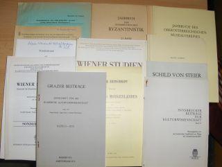 Stoessel, Franz, Robert Muth Franz Ferdinand Schwarz u. a.: KONVOLUT VON 24 HEFTE AUS ÖSTERREICH - SONDERDRUCK (Deutsch/Italien.) : 4 x WIENER STUDIEN (versch. Beiträge v. 1971-1973-2000) // 11 x GRAZER BEITRÄGE (1975-1986-1998) // 1 INNSBRUCKER BEITRÄ...