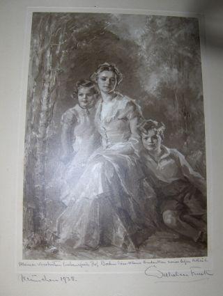 """ORIGINAL FOTO eines Gemälde von WILHELM FUNK *, es zeigt Frau Prof. Böhm mit 2 Kinder (Tochter u. Sohn) - Waldhintergrund (braungetönt.-Foto). Handsigniert u. datiert """"München 1938"""" u. mit Widmung (siehe unten)."""