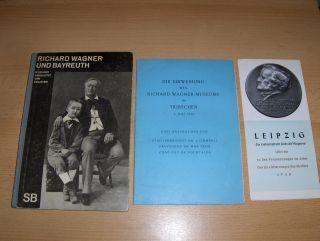 """Bie, Oscar und Dr. Emil 1) Schaeffer: KL. KONVOLUT RICHARD WAGNER : 1) Oscar Bie - Richard Wagner und Bayreuth SB - 84 Bilder eingeleitet """"SCHAUBÜCHER Bd. 37"""" // DIE EINWEIHUNG DES RICHARD WAGNER-MUSEUMS IN TRIBSCHEN 1. Juli 1933 (Drei Anspra..."""