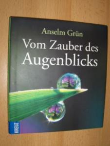 Grün, Anselm: Vom Zauber des Augenblicks. Mit Fotografien von Tina und Horst Herzig.