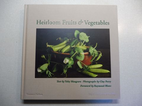 Musgrave (Text by), Toby, Clay Perry (Photographs by) and Raymond Blanc *: Heirloom Fruits & Vegetables. Royal Horticultural Society. With 157 color illustrations.