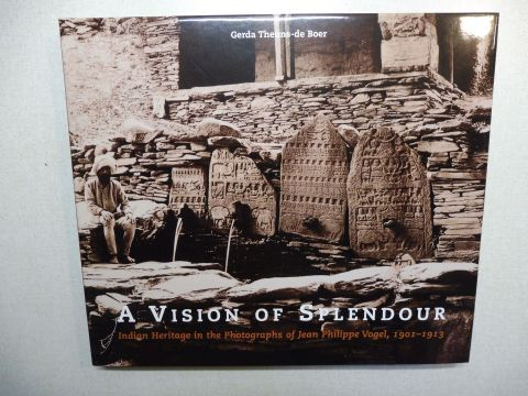 Theuns-de Boer, Gerda: A VISION OF SPLENDOUR - Indian Heritage in the Photographs of Jean Philippe Vogel, 1901-1913 *.