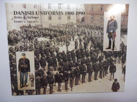 Nielsen, Björn A.: DANISH UNIFORMS 1900-1990 Army & Airforce Töjhusmuseet *.