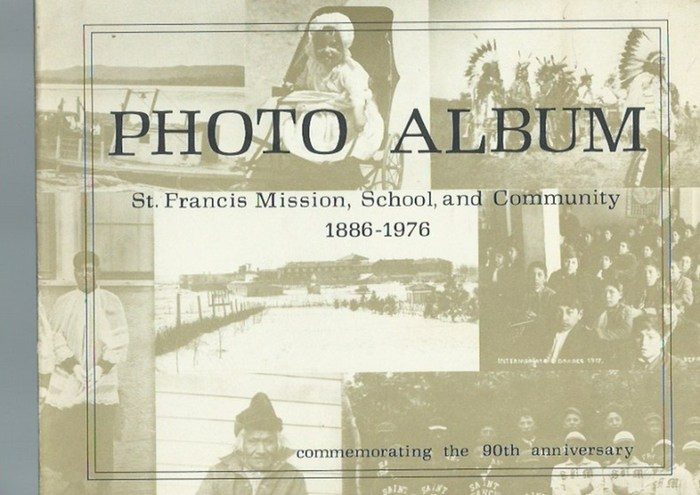 Flecky, Michael und Harold Moore: Photo Album St. Francis Mission, School, and Community 1886 - 1976. Commemorating the 90th anniversary. Dedicated to the Rosebud Sioux people. 0