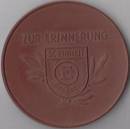 Erinnerungsmedaille SC Einheit Dresden. - Porzellanmedaille. Zur Erinnerung SC Einheit Dresden. Lfd. Nr. Weigelt 12 (17) / 3.156.10.