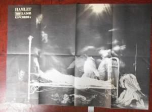 Originalplakat, gefaltet auf das Format 28 x 20 cm, rückseitig mit Texten und Abbildungen. 2 Beilagen mit Besetzungsliste . Gut erhalten.