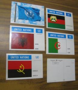 UN. - United Nations ( Office of public information ). - flag post cards. - Flaggenkarten. - Postkarten. - 133 original postcards with 106 colored flag illustrations, including one of the United Nations flag. Country names in English and French. - 133 car