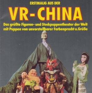 VR (Volksrepublik) China. - Das größte Figuren - und Stockpuppentheater der Welt mit Puppen von unvorstellbarer Farbenpracht und Größe.