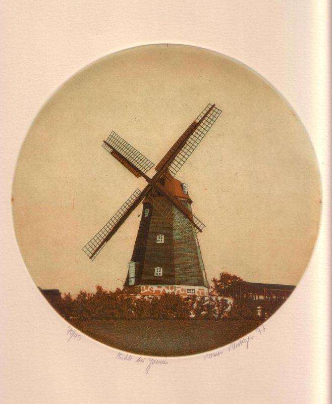 Mühle bei Gärsnes. Aquatintaradierung von runder Platte in Orange, Grün u. Weiß.