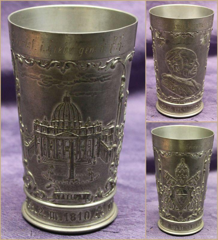 Zinnbecher Papst Leo XIII 1900 Bildnis Vatican Wappen graviert Kunst sf