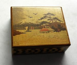 Japan Holzkiste Schachtel mehrfarbige Holzintarsien mit Geheimverschluss um 1900