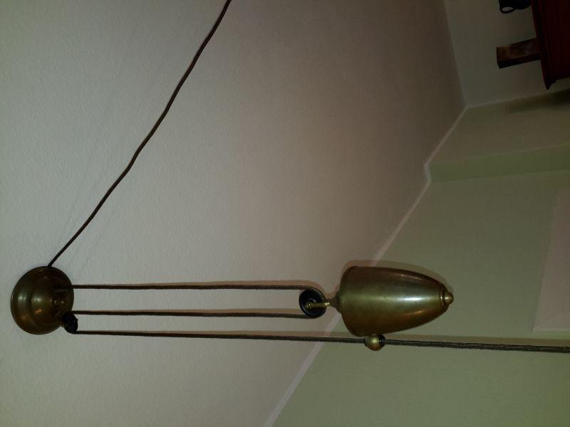 Berliner Lampenmanufaktur, Pendelleuchte mit Ausgleichsgewicht, Rolle und mundgeblasenem Schirm (35 cm), Einzelleuchte, einwandfreier Zustand, braunes textilummanteltes Kabel, Fassung E27 1