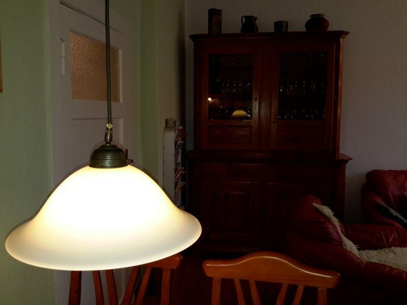 Berliner Lampenmanufaktur, Pendelleuchte mit Ausgleichsgewicht, Rolle und mundgeblasenem Schirm (35 cm), Einzelleuchte, einwandfreier Zustand, braunes textilummanteltes Kabel, Fassung E27 4