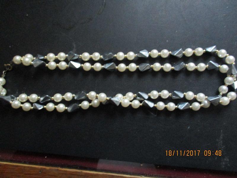 Perlenkette 48 cm mal 2,karabienerverschluss,stammt aus einem nachlass