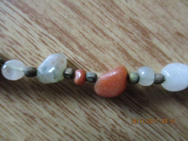 Halskette aus natursteinen,ca 66 cm lang,stammt aus einen nachlass