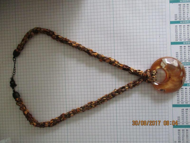Halskette,mit einem Anhänger ca. 50 cm lang